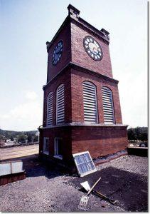 Short tower atop memorial building