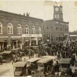 Town square in 1925 filled with shoppers