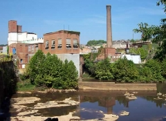 The surviving structures: the power plant just adjacent to the dam, and the smoke stack.